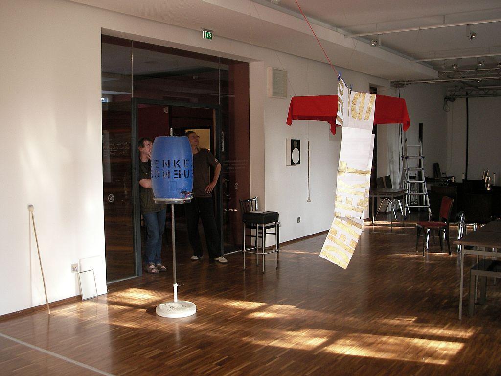 """Roter Baldachin"" mit e.d gfrerer 2012 / Gebetsmühle & IDEE : DEFEKT . . ."